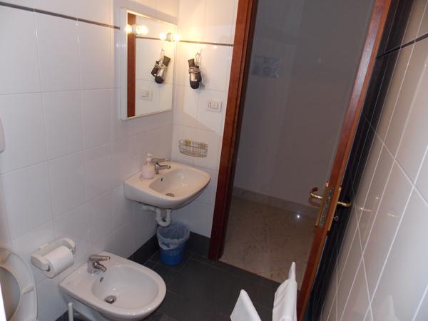 bagno-albergo-roma-matera-2