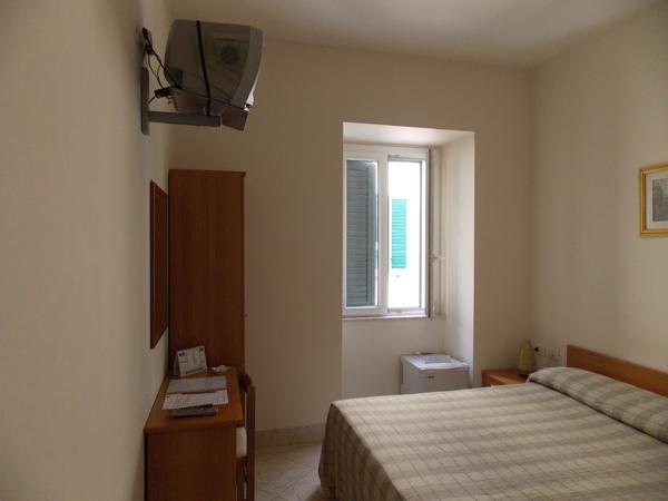 camera-singola-albergo-roma-matera-1